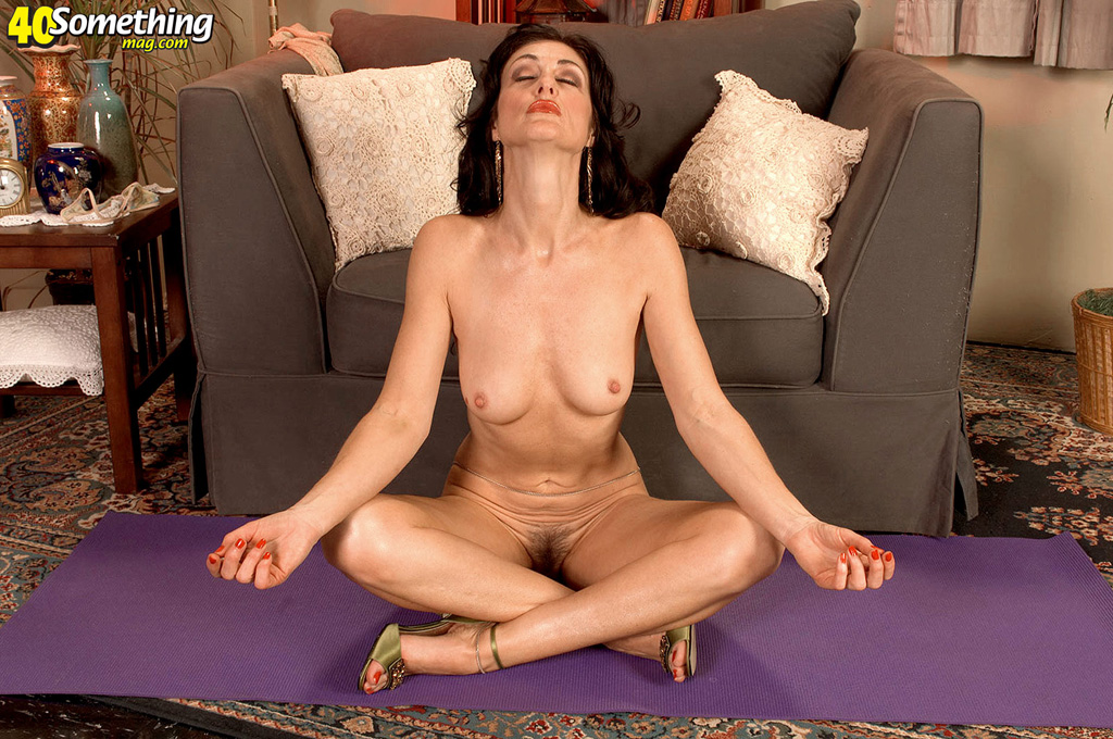 Naked Yoga Workout With Fleible Mommy Ends Up A Hot All Hole