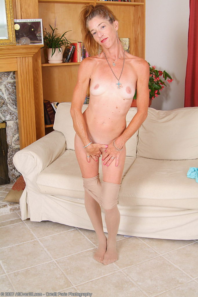 cute guy mirror nude
