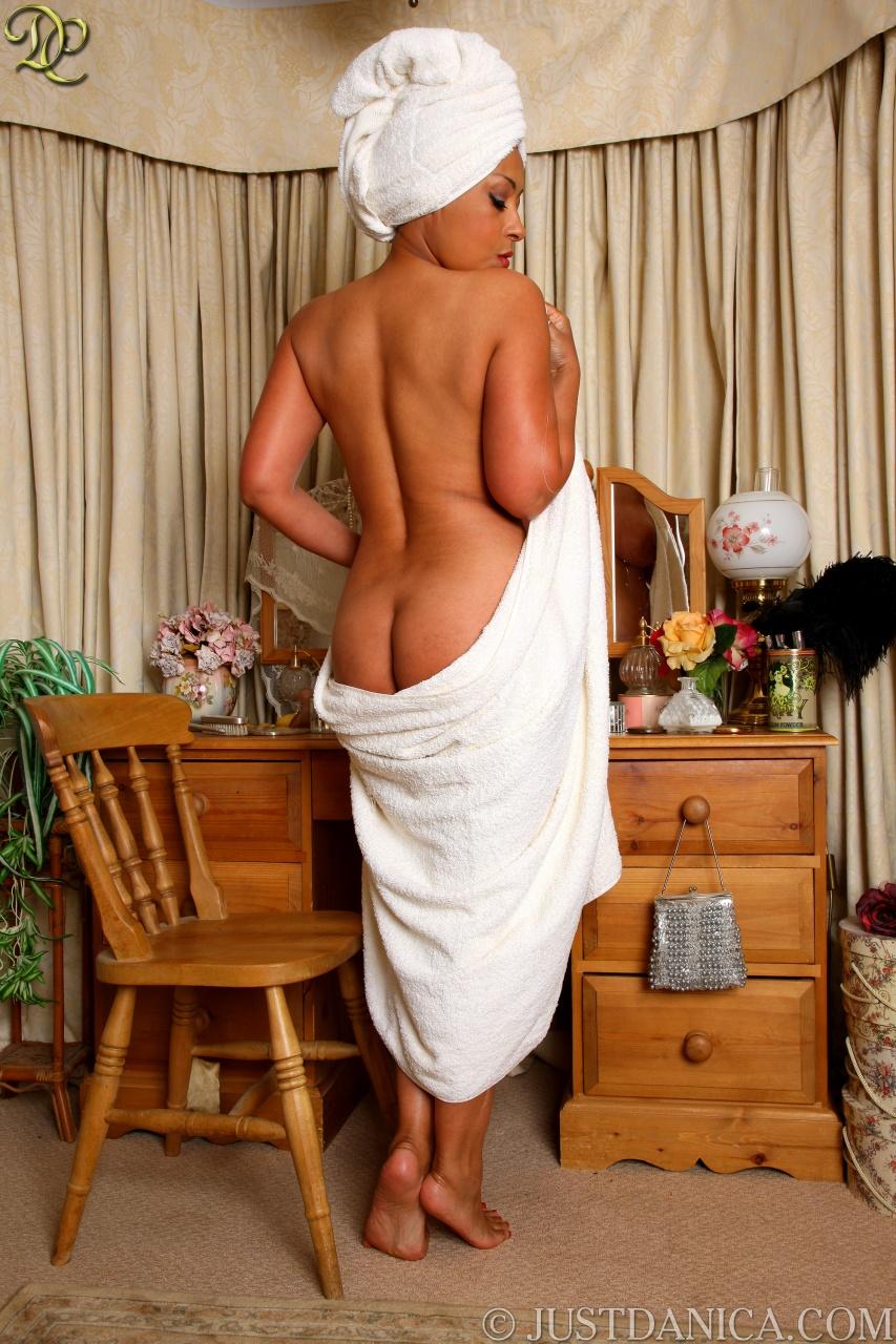 секс опытной в полотенце после душа так поняла