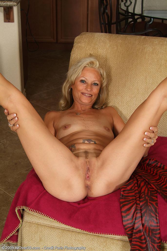 Порно ножки зрелых дам