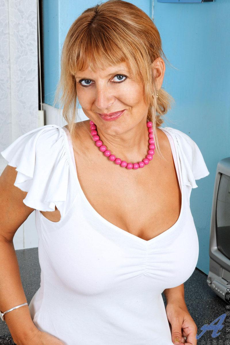 busty redhead mom