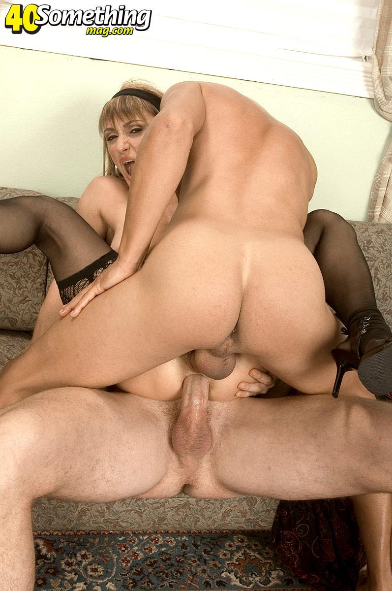 Тетка с двумя мужиками 11 фотография