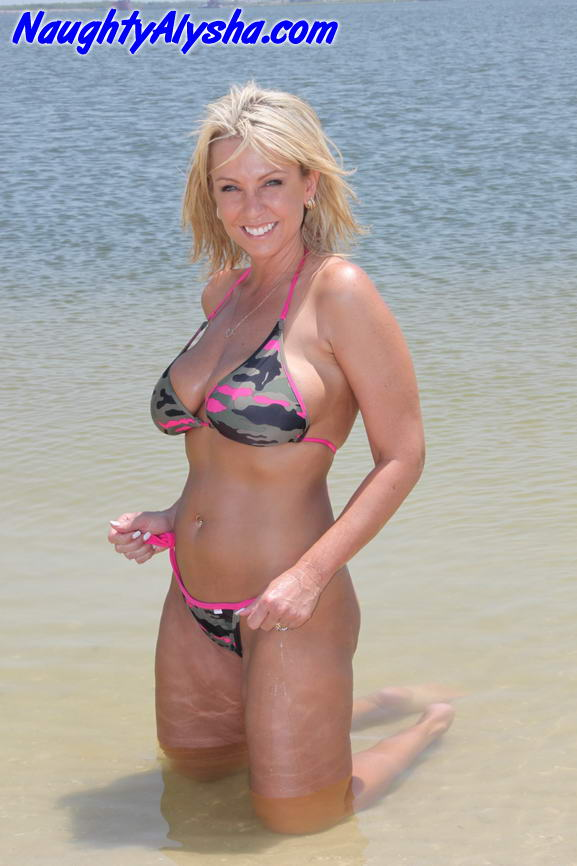 Young amazing bikini pics GIRL GREEN SHORTS..................!!!!!!!!