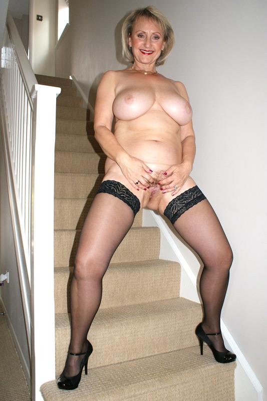 naked adventurous house wife