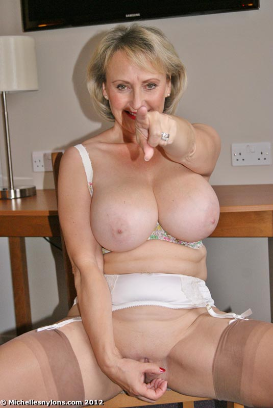 Mature in stockings on webcam