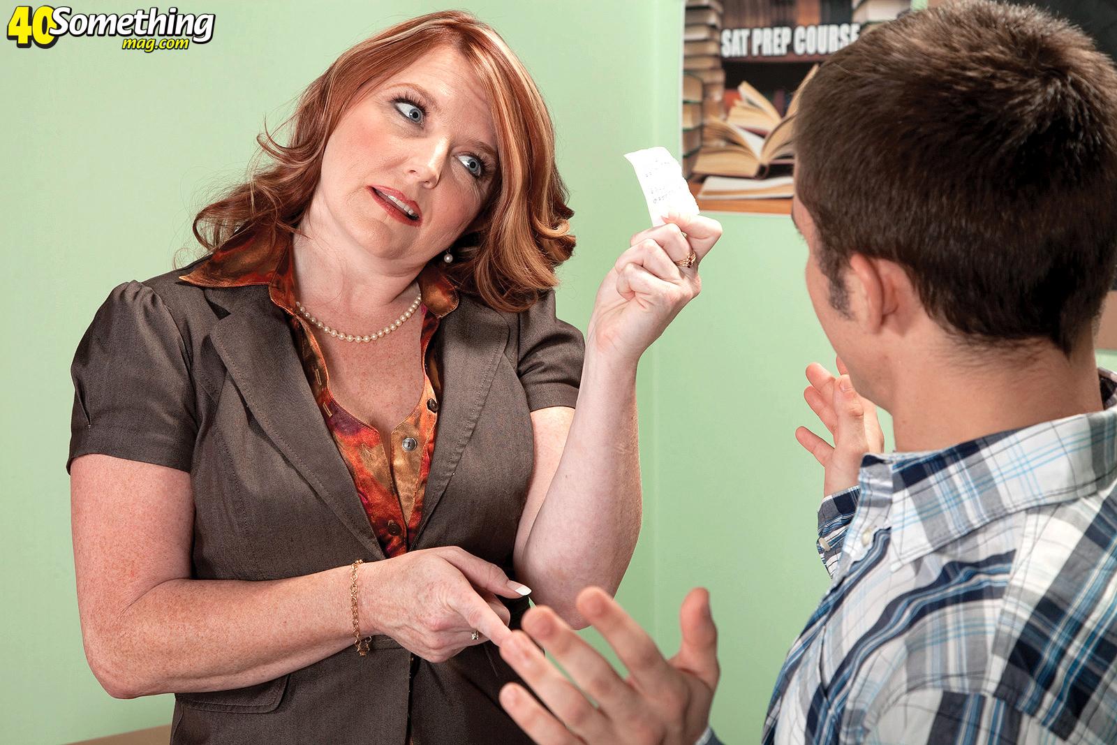 ladyboy penetrates her asshole