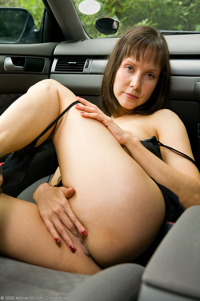 Mom fingering in the backseat | MATURE XXX PICS