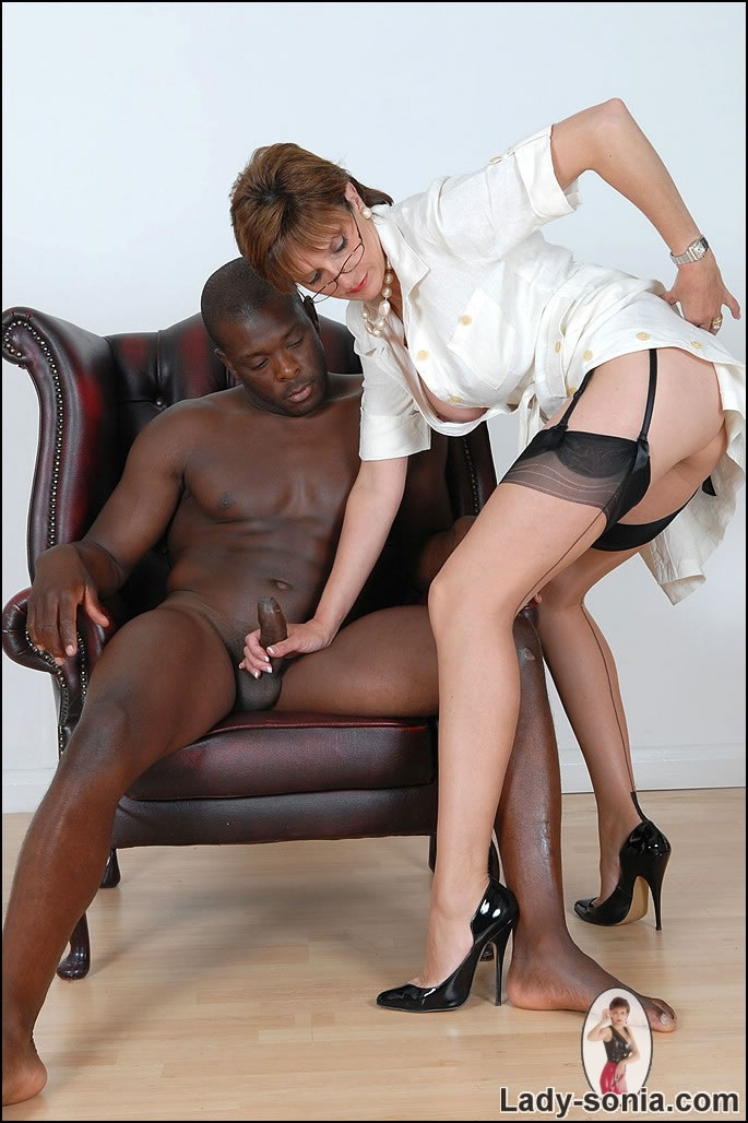 Lady sonia black guy massage with happy ending - 3 part 9
