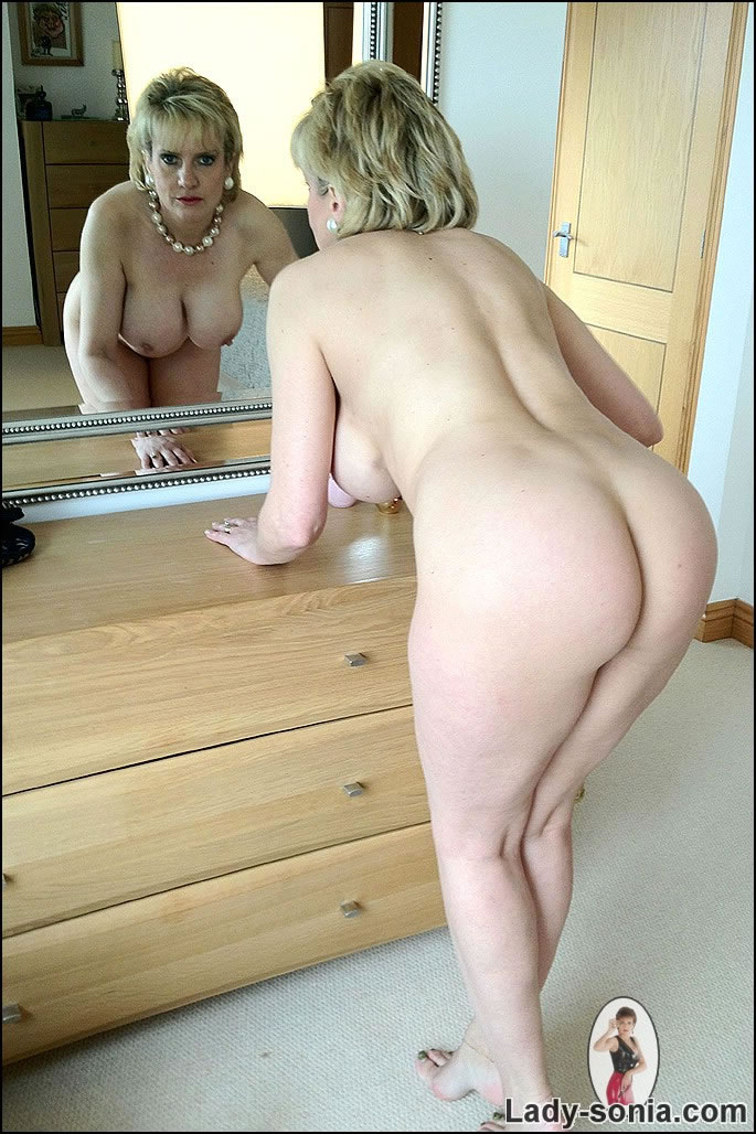 Lady sonia naked in the mirror