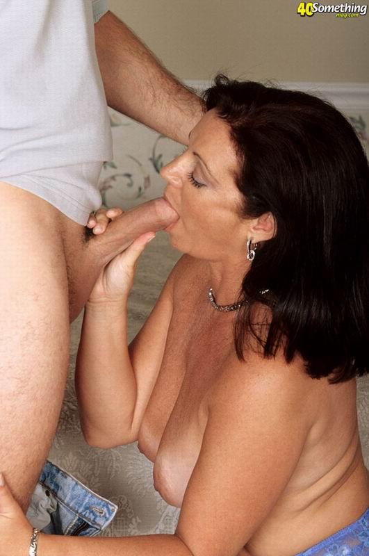 Секс молодой и зрелой пары