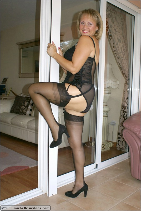 2 milfs enjoying sucking dick together 10
