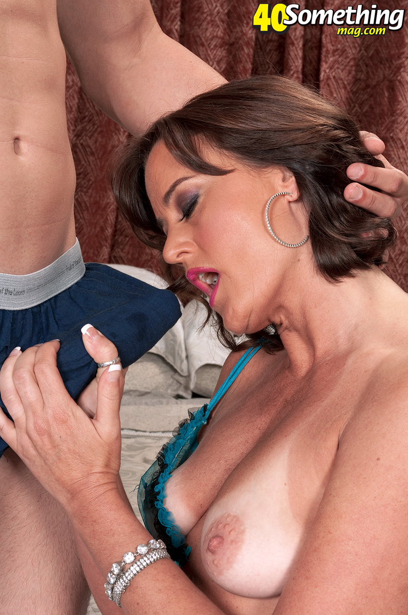 Amateur milf hooks up with younger boy - 1 part 3