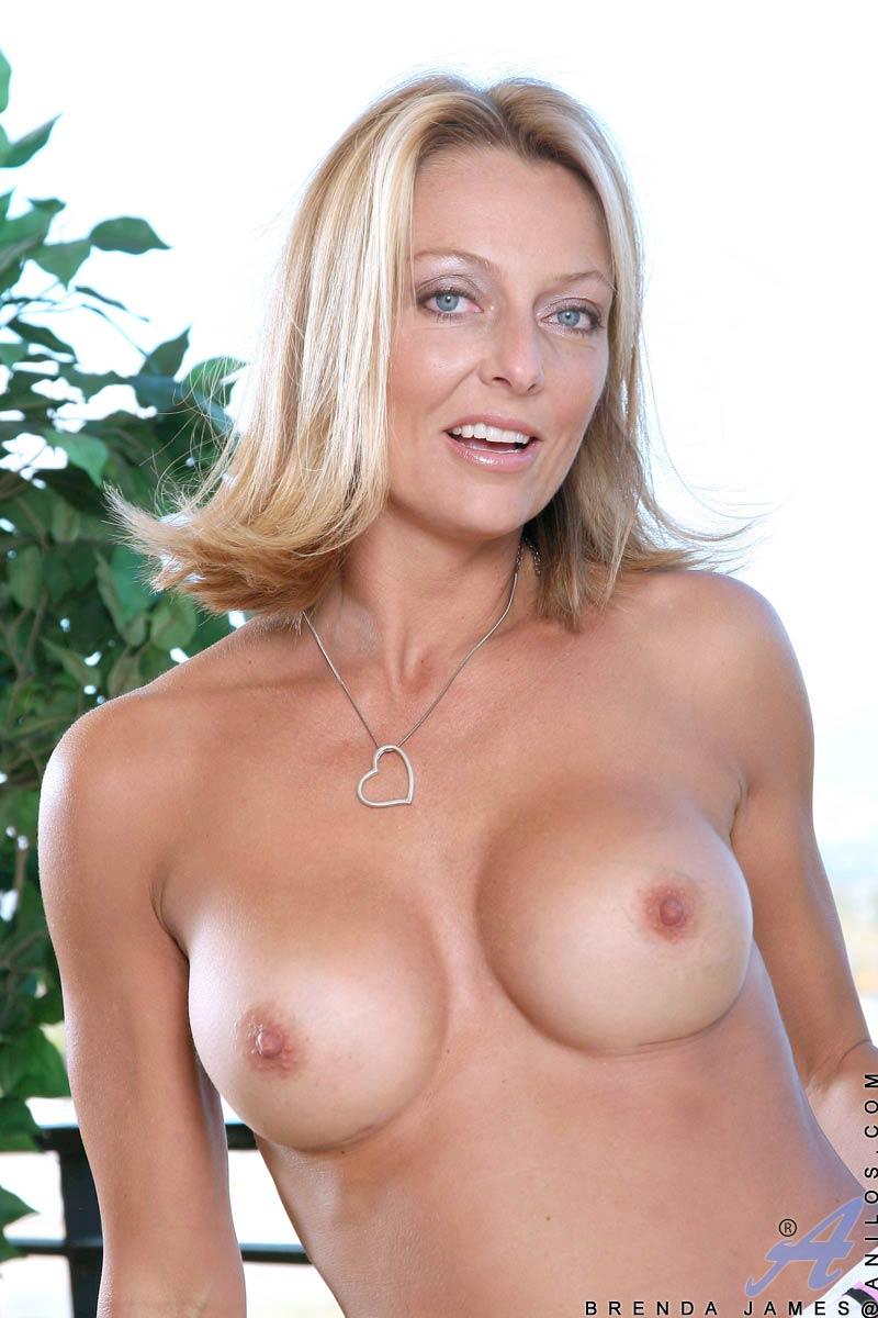 Boobs vids mature blonde
