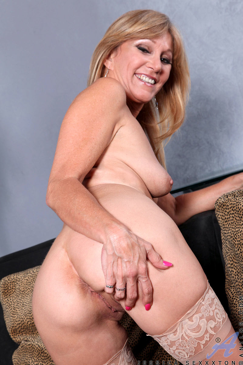 Thirty something and stacked big tits movie - 1 part 3