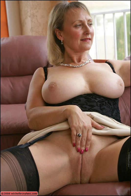 Busty blonde milf play with dildo