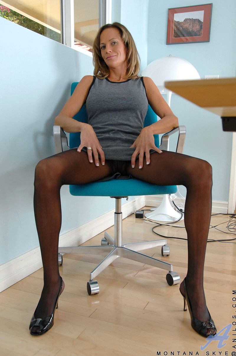 Blonde women pantyhose discounts — 9