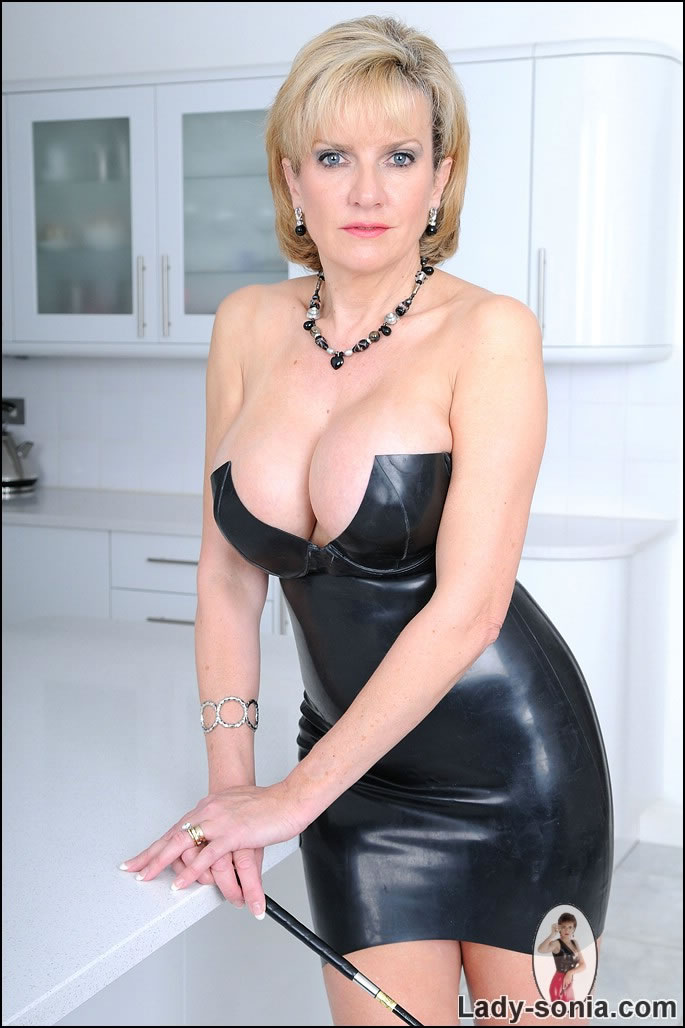 Mature women sexy leather black in