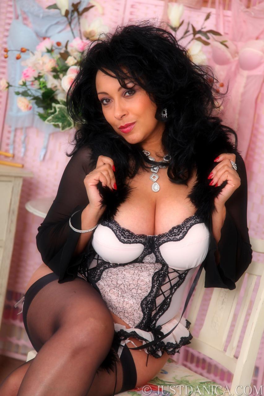 Sexy samira seduce a virgin - 3 part 2