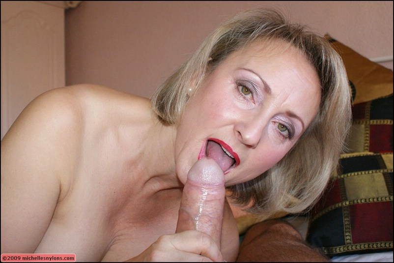 Mature blow job in pantyhose