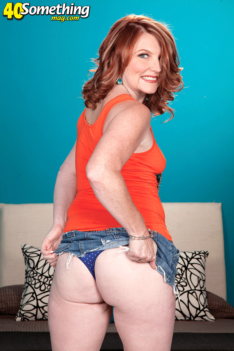 Amateur Mature Porn Stars - Slutty mom porn - Slutty mom takes off all her tight clothes to act out a