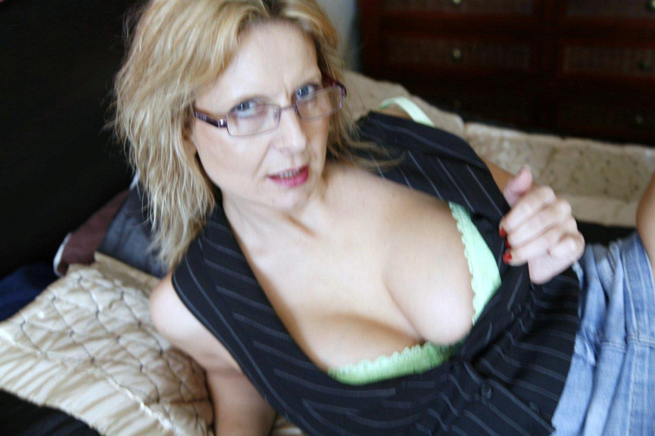 busty aunt suck video