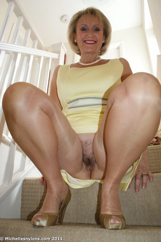 Milf creams on dildo