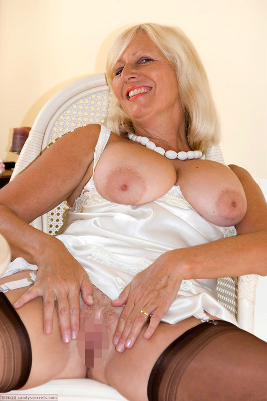 Blonde Milf will Ficksahne schlucken