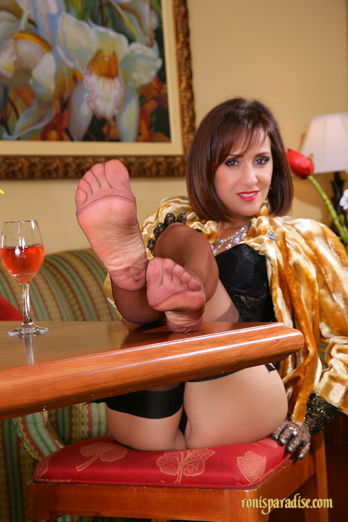 Foot fetish pantyhose play milfs