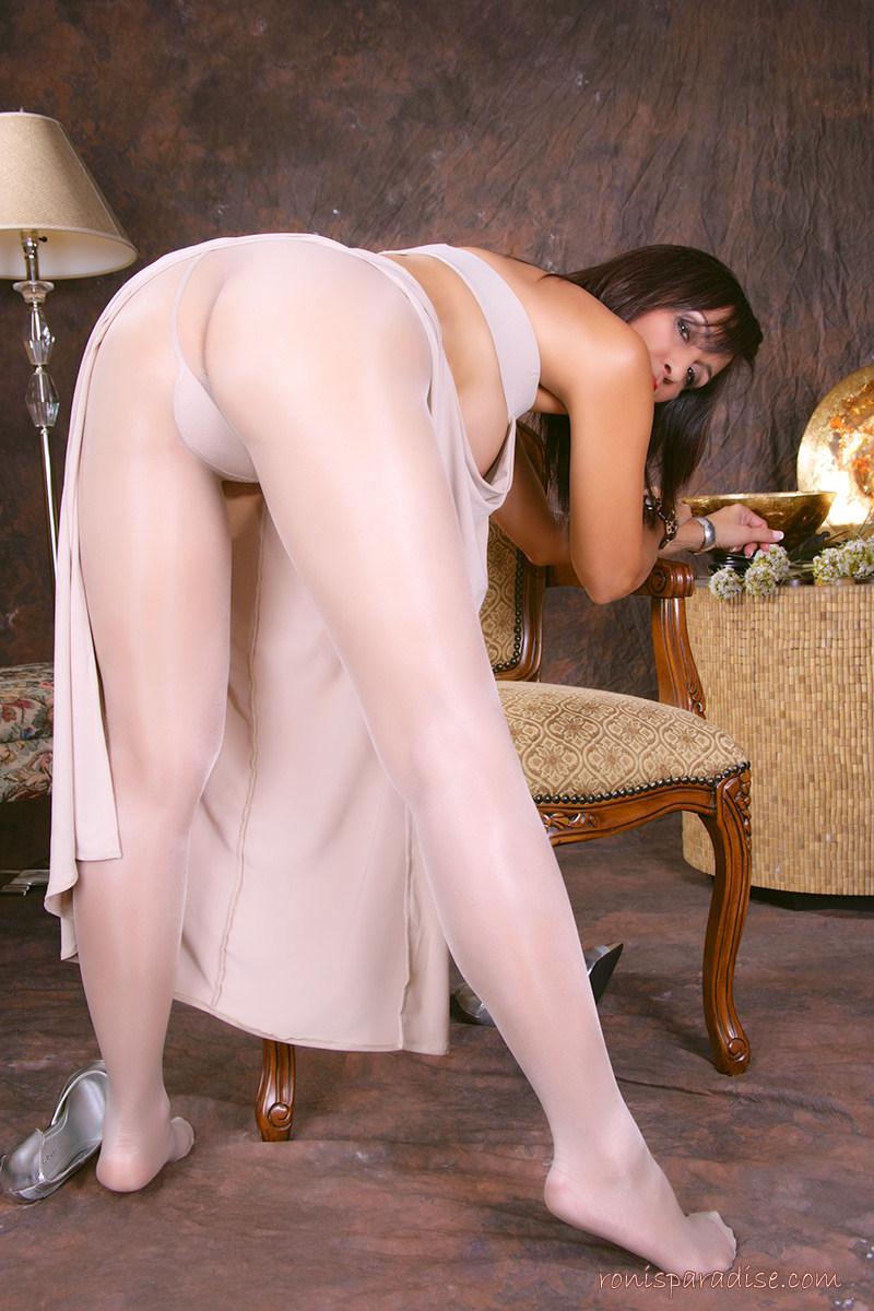 petite naked girl posing