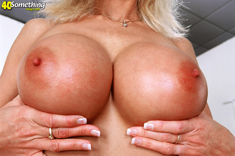 Mature big tit blonde porn star