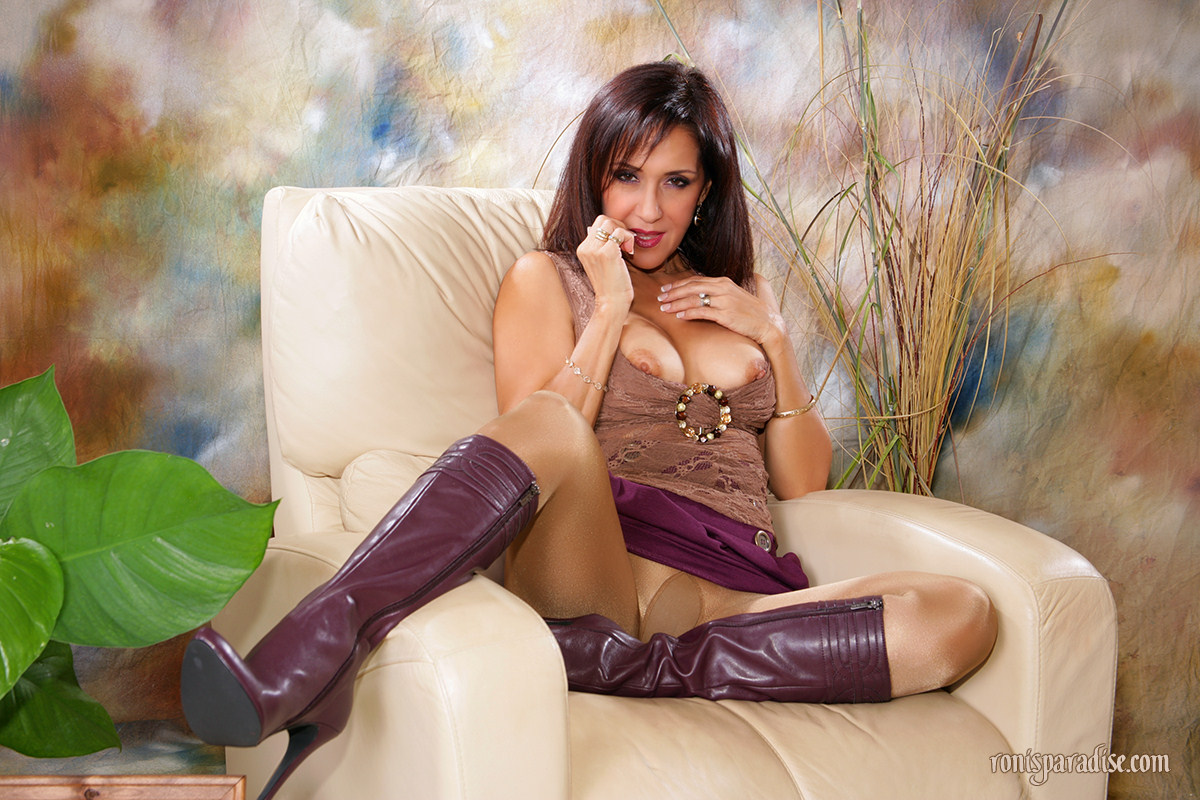 Ronis Paradise Milf Good frisky milf in knee-high boots | mature xxx pics