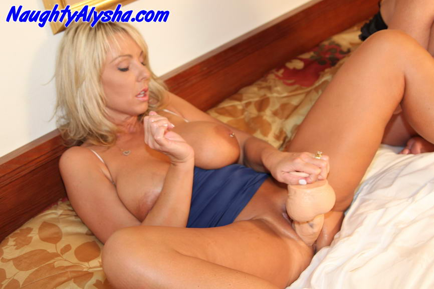 Opinion blonde lesbians fucking with hudge dildos with