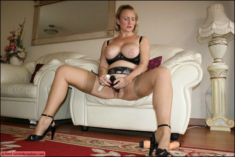mistress pissing in slaves mouth