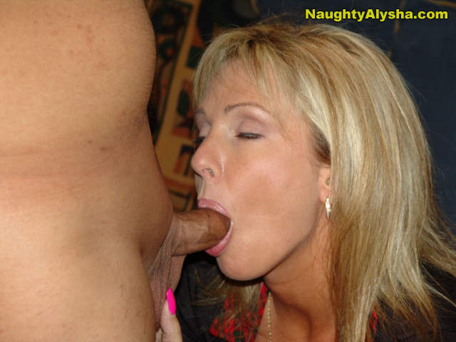 Alysha likes sucking cocks | MATURE XXX PICS