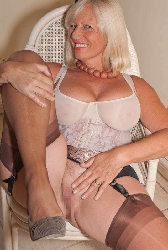 Beautiful mature women upskirt