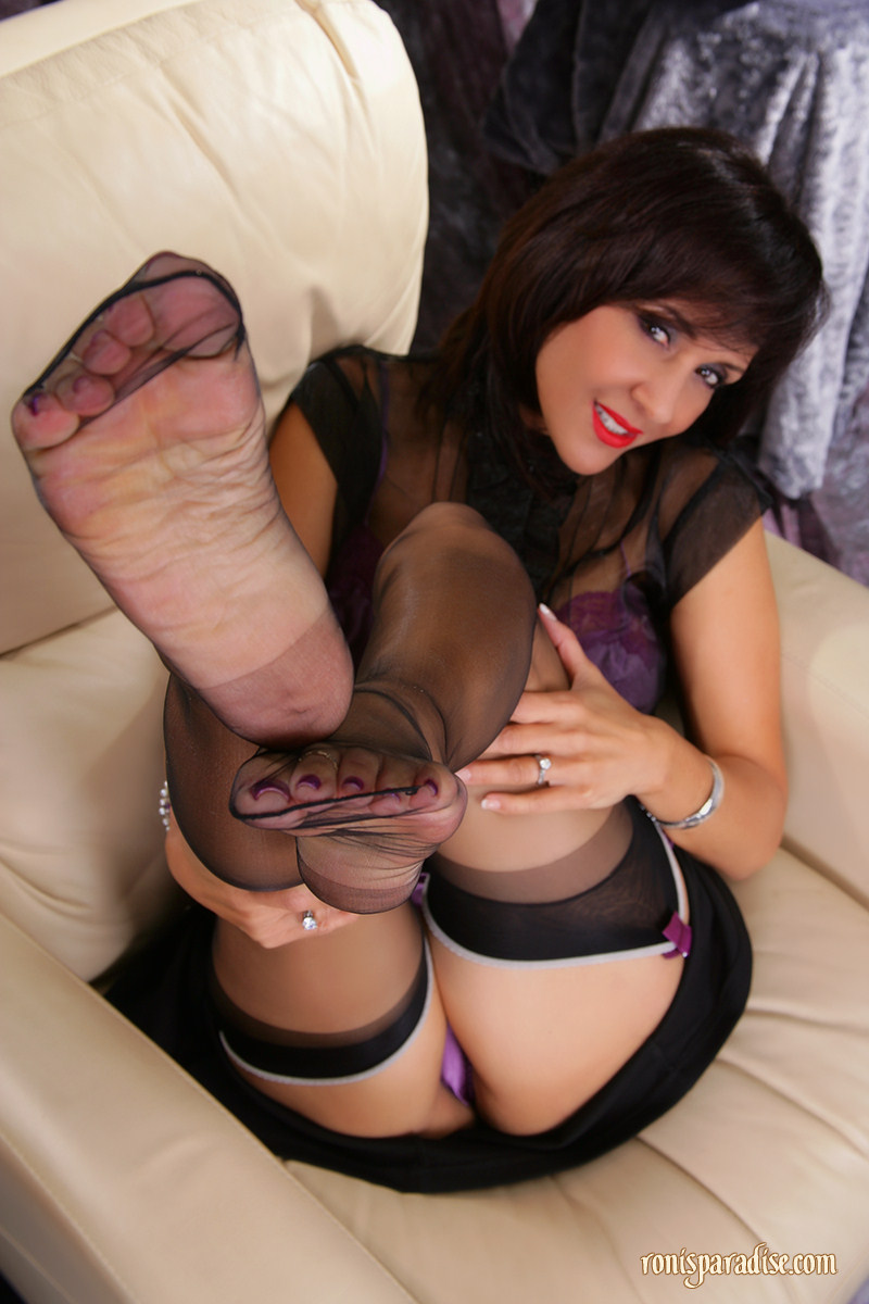Impudence! nylon feet photos