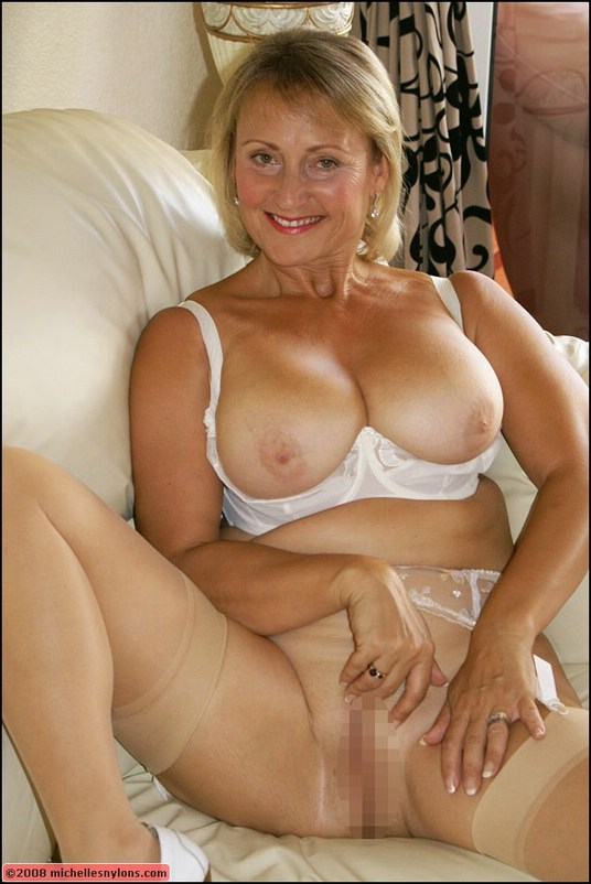 Mature blonde with gorgeous body fucks dildo 7
