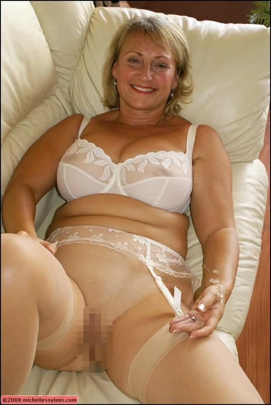 georgeous blonde naked amateur mature