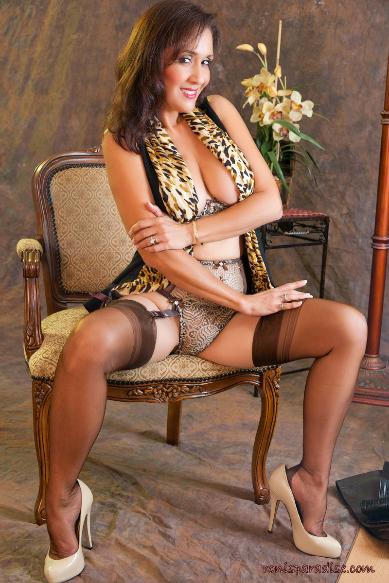 Chubby cougar in nylons xxx pics