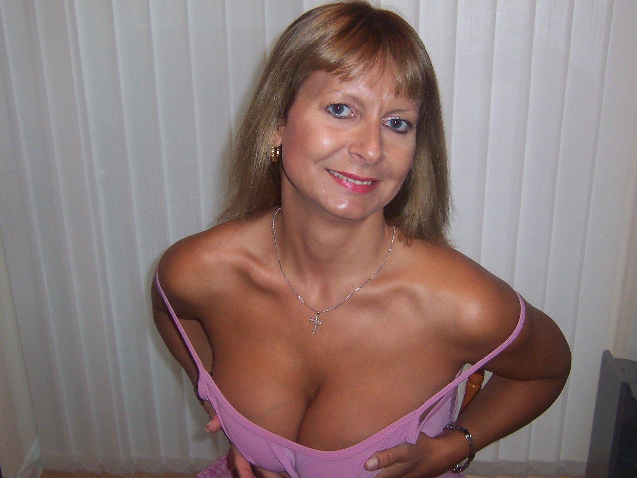 big tits pantyhose mature milf pic