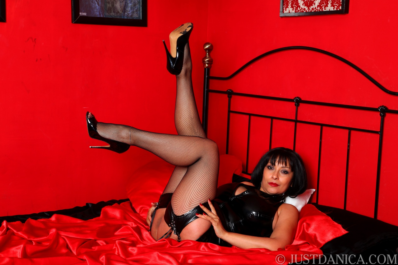 Mature dominatrix europe