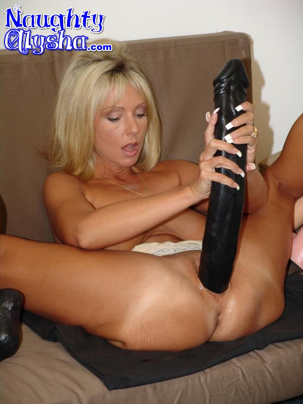 sexy milf doing hard insertions mature xxx pics